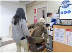 사진설명: 사례대상자의 시각장애 재판정 이의신청을 위한 검사 진행