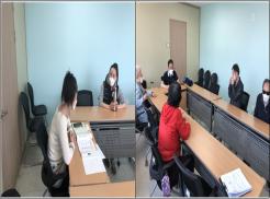 좌사진은 강사와 교육생간 일본어회화교육을 진행하고 있는 사진입니다.  우사진은 영어화화 시간으로 강사와 교육생들이 자기소개를 하고 있는 사진입니다.