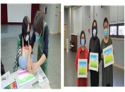 오른쪽 사진은 지도강사와 함께 파스텔을 이용하여 그림을 그리는 모습입니다. 왼쪽사진은 연한 파스텔을 이용하여 3명의 교육생분들이 봄 풍경을 그린 첫 번째 작품입니다.